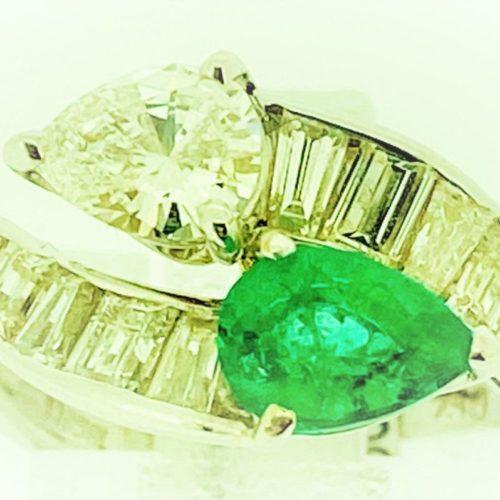 S1098 Ring mit Diamantbesatz und einem Smaragd