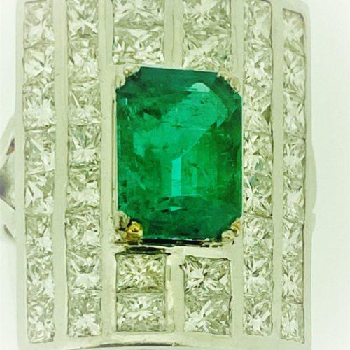 S1097 Ring mit Diamantbesatz und einem Smaragd